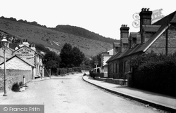 Reigate, The Yew Tree Inn 1890