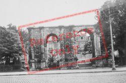 La Porte De Mars c.1935, Reims
