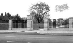 The Kindersley Gateway c.1960, Repton