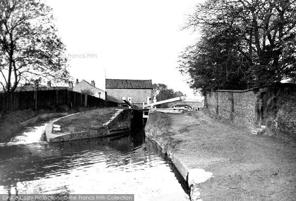 Retford, Chesterfield Canal c1955