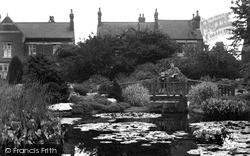 Lily Pond King's Park c.1955, Retford