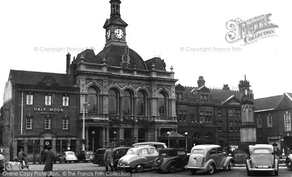 Retford, Town Hall and Memorial 1954