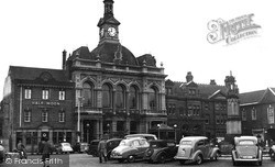 Town Hall And Memorial 1954, Retford
