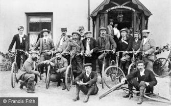 Rhyd-Ddu, Cyclists outside the Snowdon Ranger Hotel c1910