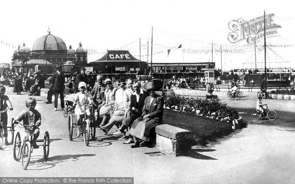 Rhyl, Promenade And Queen's Gardens c.1925