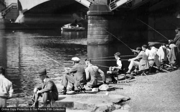 Richmond, Fishing On The River Thames 1947