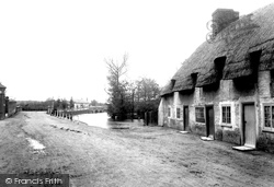 Ringwood, 2nd Bridge And Fish Inn 1900