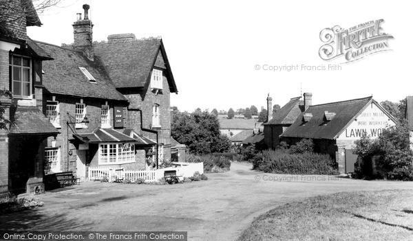 Photo of Road Weedon, The New Inn c.1965