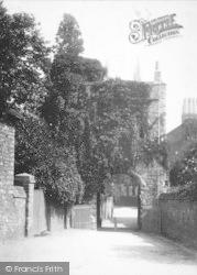 Rochester, Priory Gate c.1910