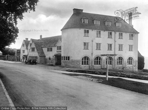 Rodborough, Common, the Bear Inn 1925