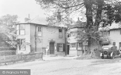 Roehampton, The King's Head c.1935