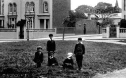 Romford, Children In Laurie Square 1908