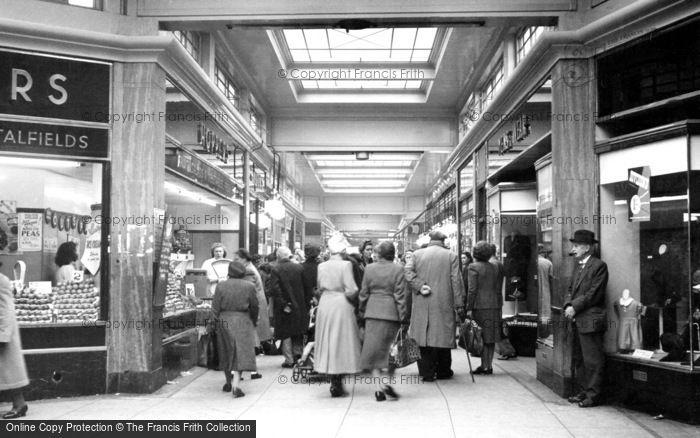 Photo of Romford, Quadrant Arcade c.1950
