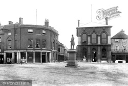 Romsey, Market Place And Palmerston Statue 1898