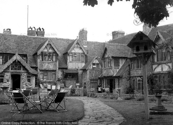 Photo of Rottingdean, Tudor Close House c.1950