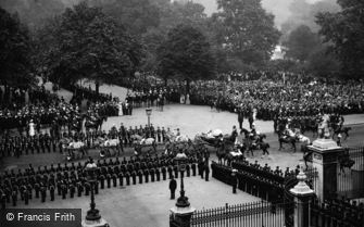 Royalty, Queen Victoria leaving Buckingham Palace, Jubilee Day 1897