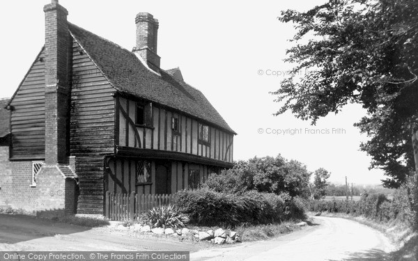 Roydon © Copyright The Francis Frith Collection 2005. http://www.francisfrith.com