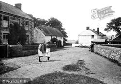 The Village 1911, Ruan Minor
