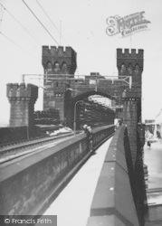 Runcorn, Runcorn-Widnes Railway Bridge c.1961