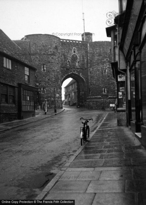 Photo of Rye, The Landgate c.1950