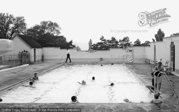 Ryton, Ferndene Park Swimming Pool c1960