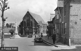 Saffron Walden, the Baptist Church and War Memorial c1955