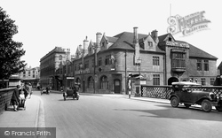Salisbury, Bridge Street And The County Hotel 1928
