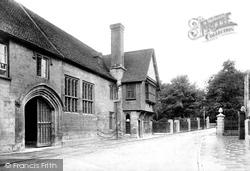 Salisbury, Church House And Crane Bridge 1906