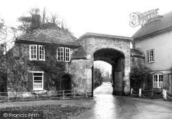 Salisbury, Harnham Gate c.1950