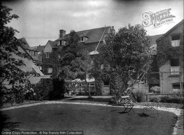 Photo of Salisbury, Old George Hotel 1928