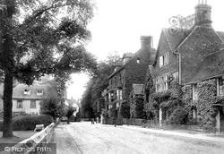 Salisbury, The Close, Pretty Corner 1906
