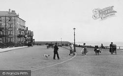 Saltburn-By-The-Sea, People, The Promenade 1923