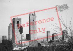1932, San Gimignano