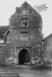 Sandwich, Fisher Gate 1924