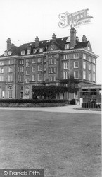 Sandwich, Guildford Hotel c.1955