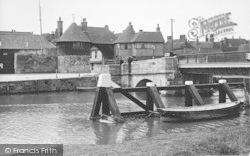 Sandwich, The Bridge And Barbican c.1930