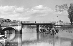 Sandwich, The River Stour And Bridge c.1960