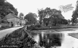 Sawley, Cottages By The River Ribble 1921