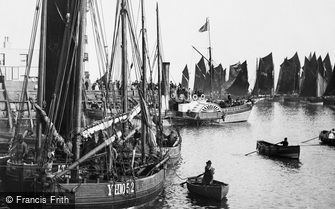 Scarborough, the Pierhead  1890