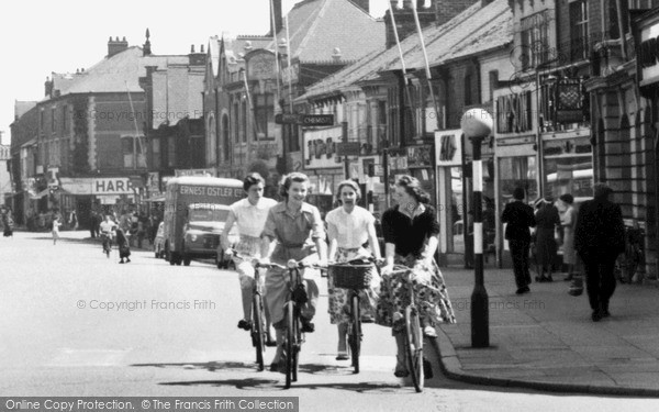 Scunthorpe Girls In The High Street C 1960 Francis Frith