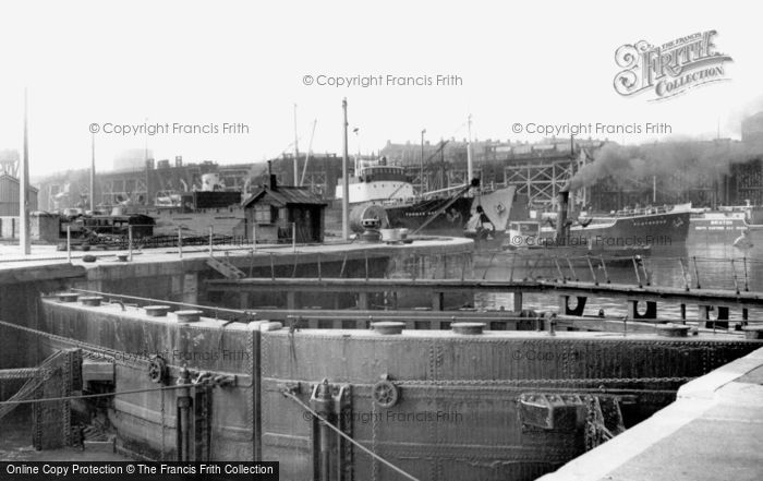 Photo of Seaham, Dock Gates c1955, ref. s287011