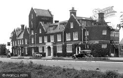 Seale, Hogs Back Hotel c.1955