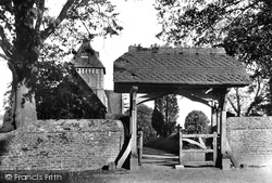 Seale, St Laurence's Church And Lychgate 1906