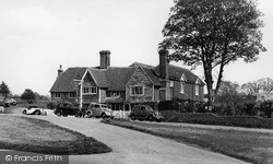 Sedlescombe, Queen's Head Hotel c.1955