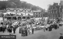 Market Day 1921, Settle