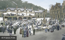 Market Day 1921, Settle