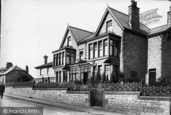 Overdale School 1903, Settle
