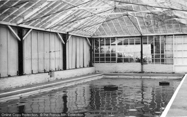 Photo Of Sevenoaks Woodlands Holiday Camp The Swimming Pool