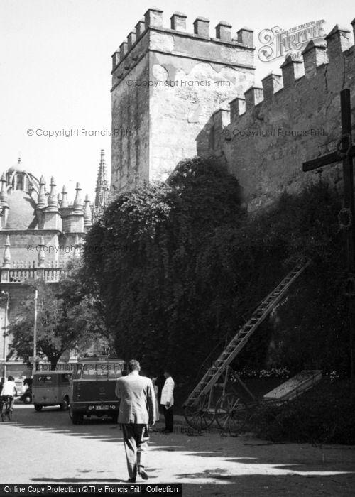 Photo of Seville, Plaza Del Triunfo, Alcazar 1960