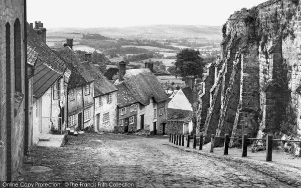 Shaftesbury, Gold Hill, St James c1960